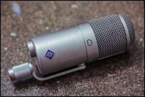 My own Neumann U47 FET out of its box.